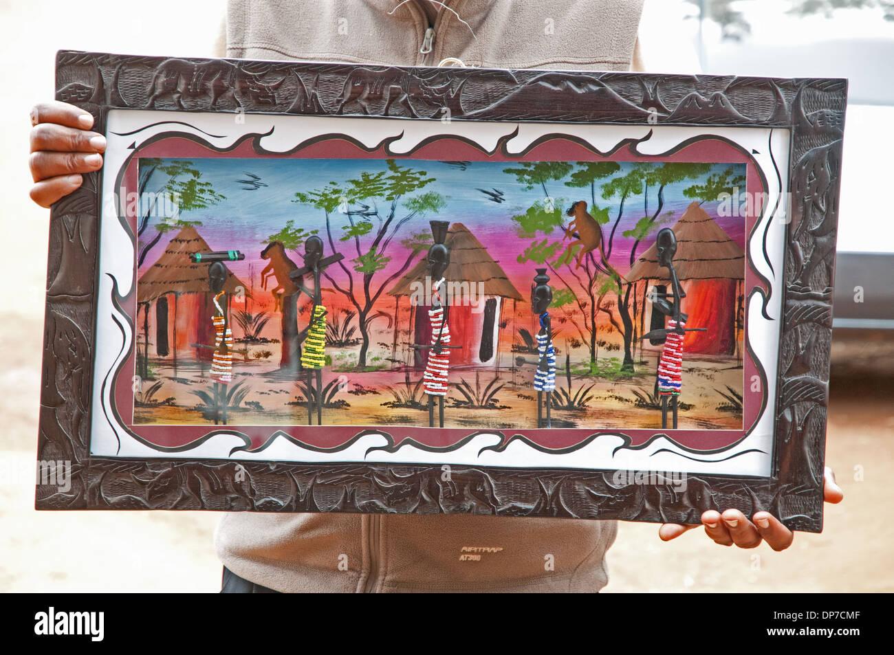 Bunte afrikanische Gemälde in geschnitzten Holzrahmen zeigt Dorf ...