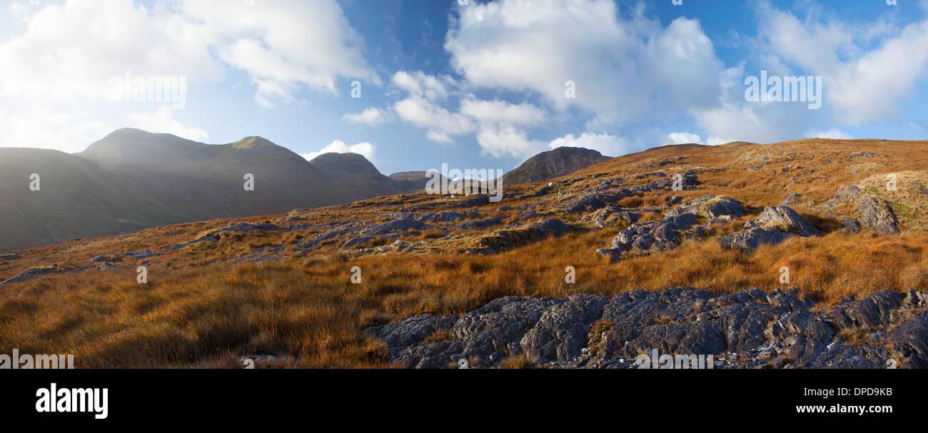 Blick über Glencorbet, die Twelve Bens, Connemara, Co. Galway, Irland. Stockbild