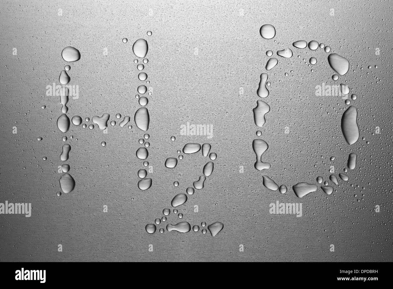 Wassertropfen auf Blech, bilden H2O Stockbild