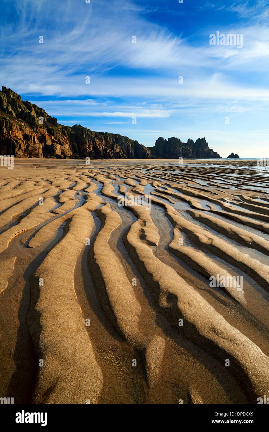 Ebbe am Pednvounder Strand, große Wellen aus Sand geschaffen Wellenbewegung Stockbild