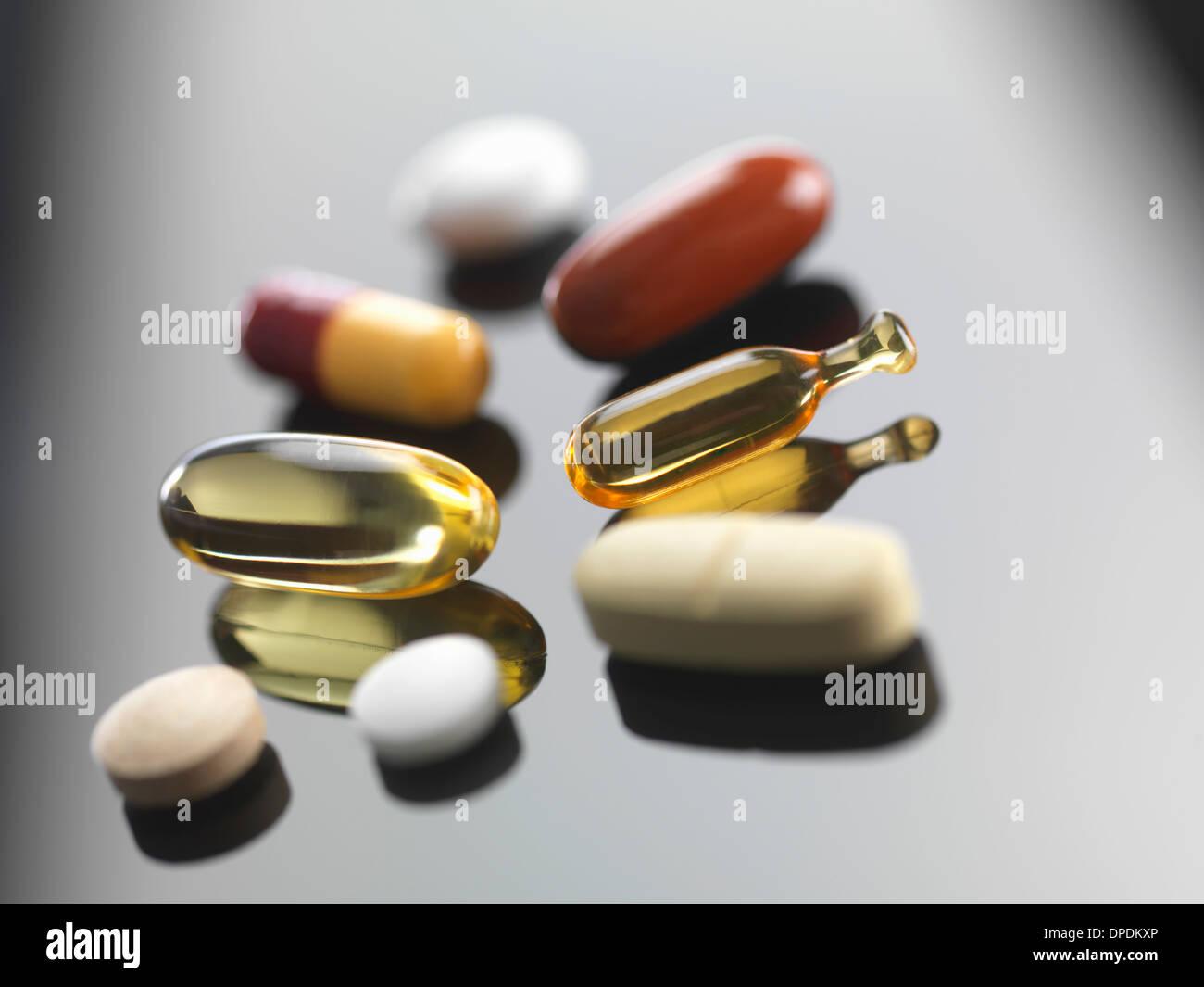 Eine Auswahl an Vitamine und pflanzliche Präparate Stockbild