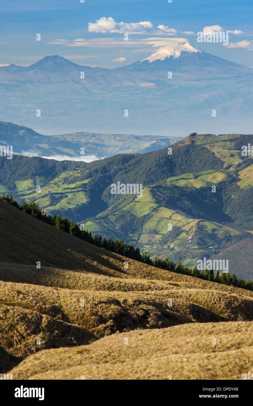 Cotopaxi Vulkan Cotacachi Vulkan, Otavalo, Ecuador Stockbild