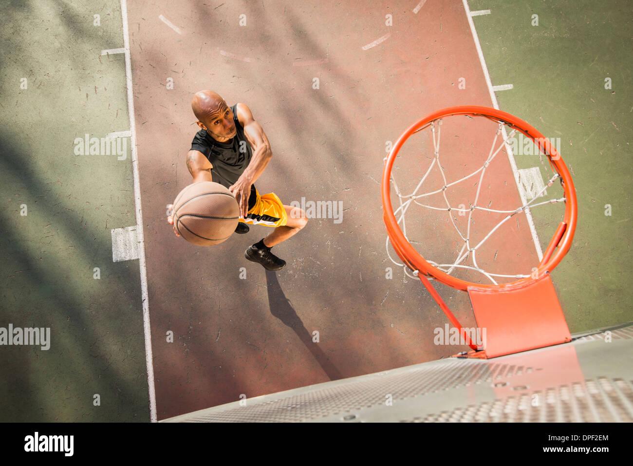 Basketball-Spieler schießen Stockbild
