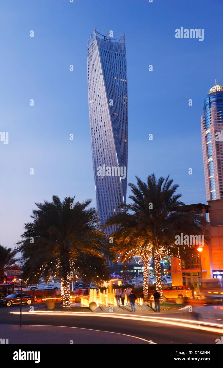 Dubai Marina. Die verdrehten Turm (Cayan). Stockbild