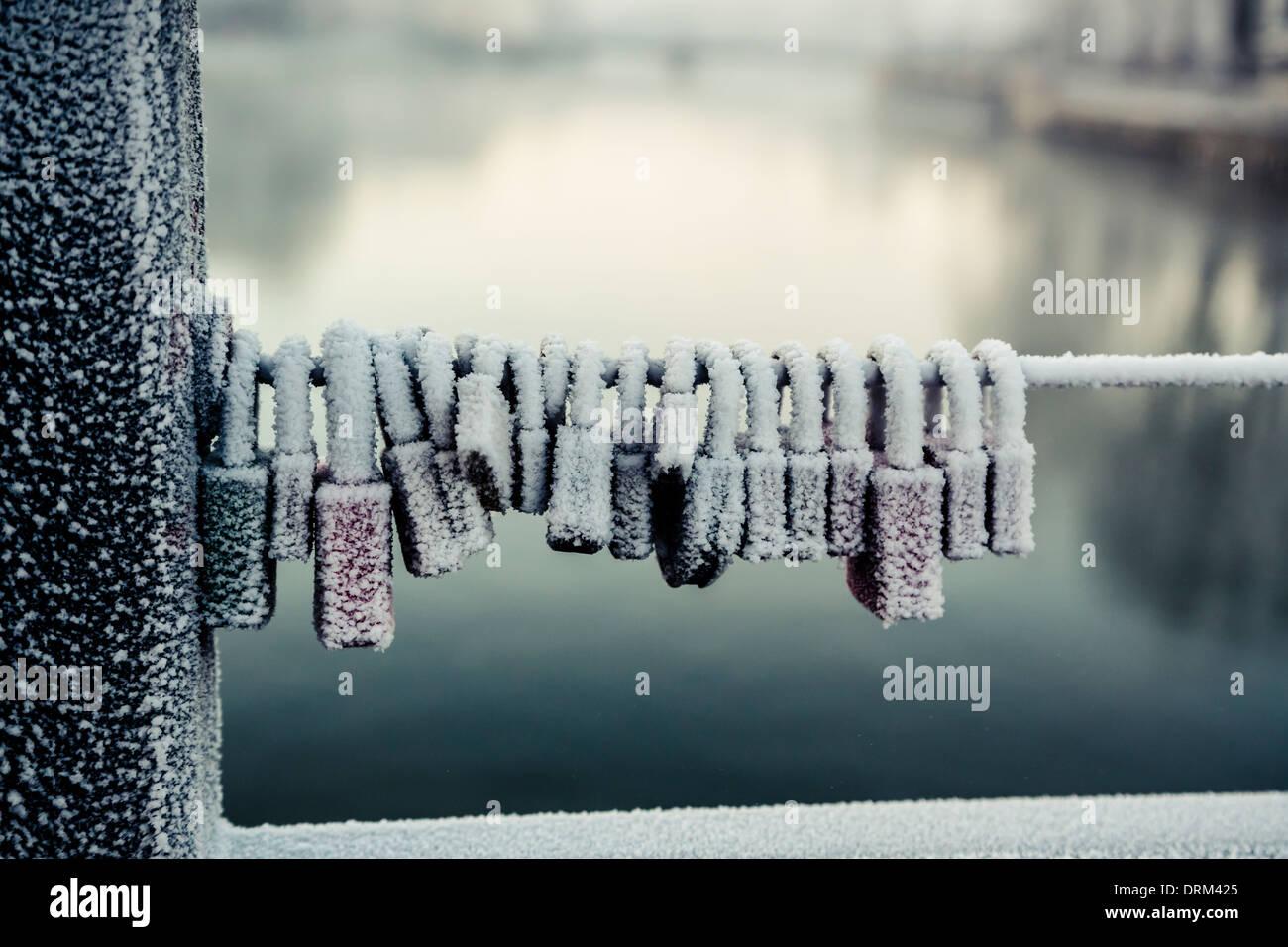 Deutschland, Bayern, Landshut, Liebe Schlösser eingefroren Stockbild