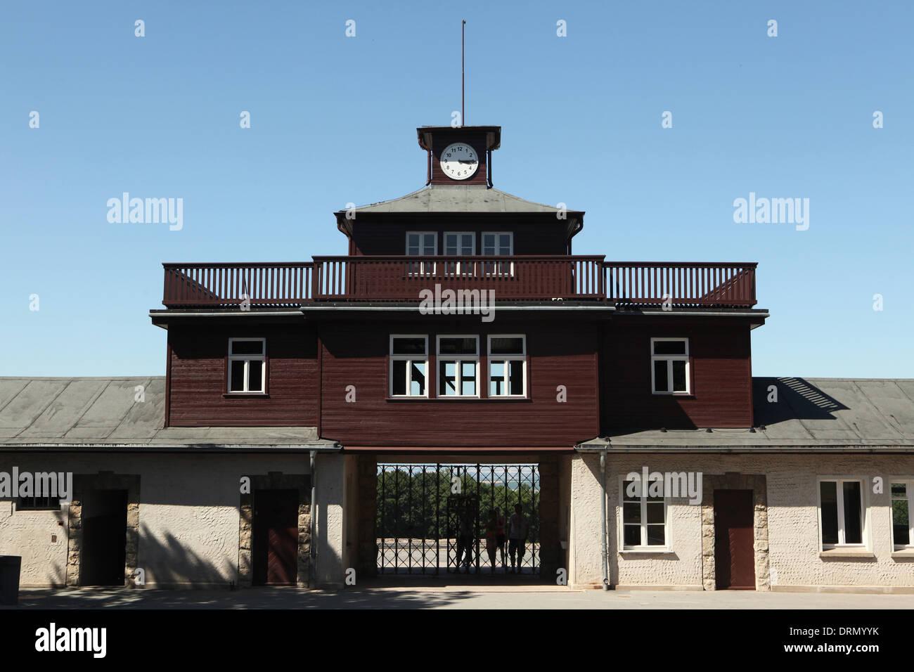 Haupttor des KZ Buchenwald bei Weimar, Deutschland. Stockbild