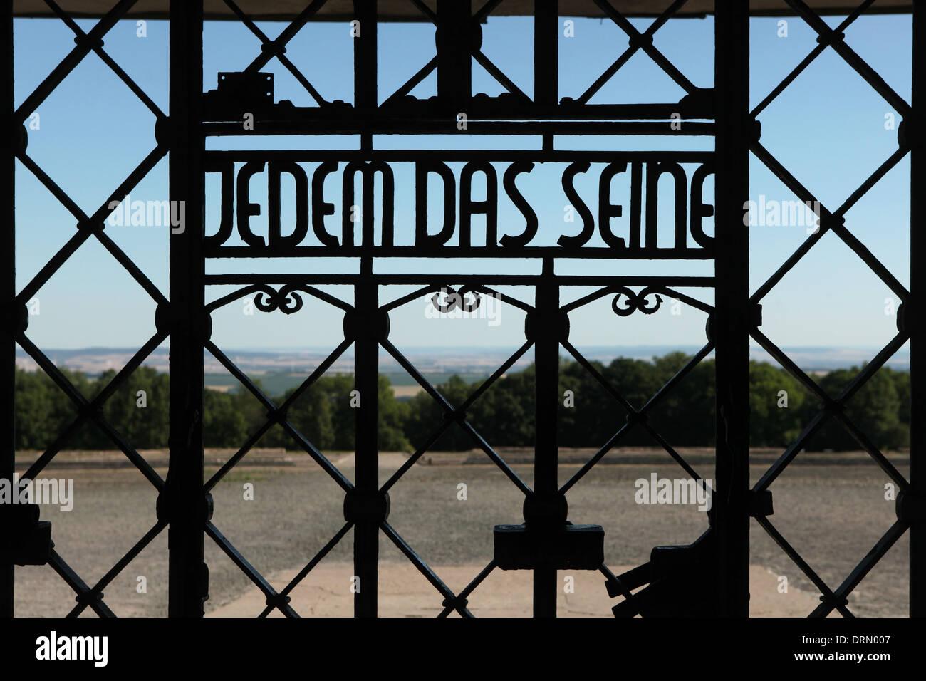 Jedem Das Seine. Haupttor des KZ Buchenwald bei Weimar, Deutschland. Stockbild