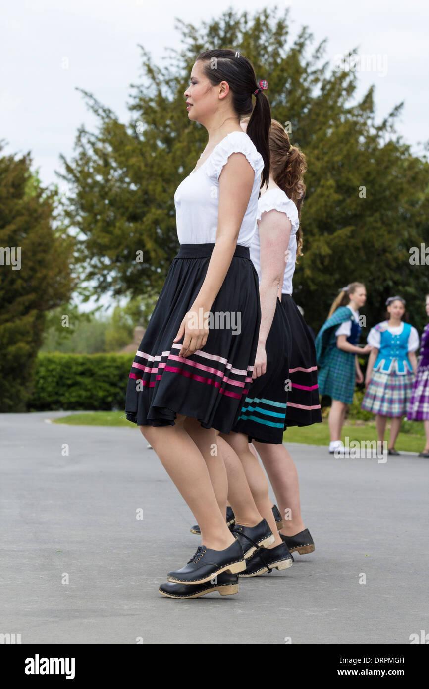 Highland Tänzerinnen und Tänzer verstopfen. UK Stockbild