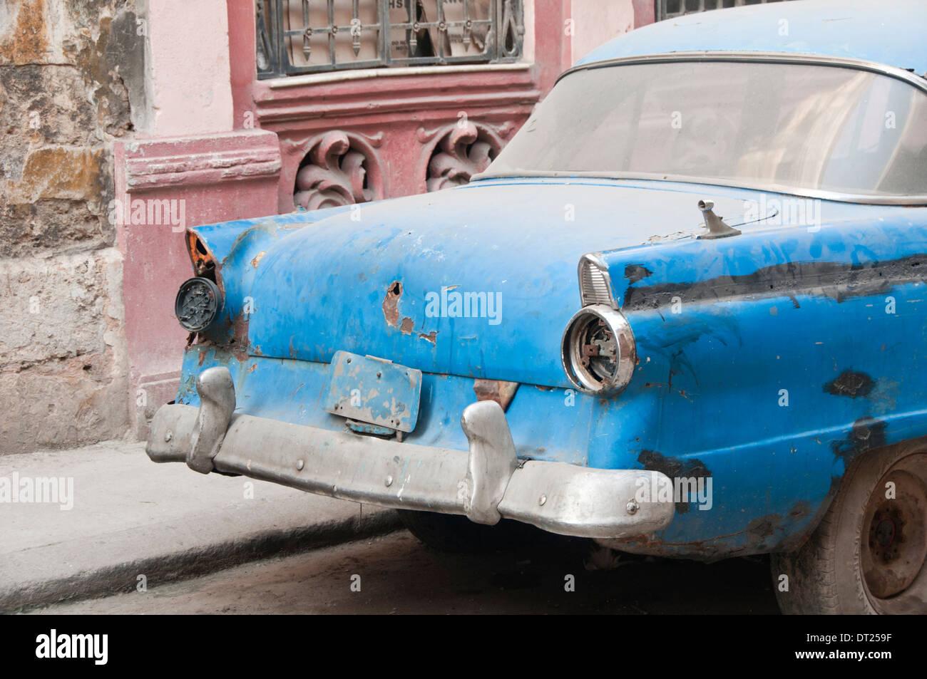 old rusted vintage car stockfotos old rusted vintage car bilder alamy. Black Bedroom Furniture Sets. Home Design Ideas