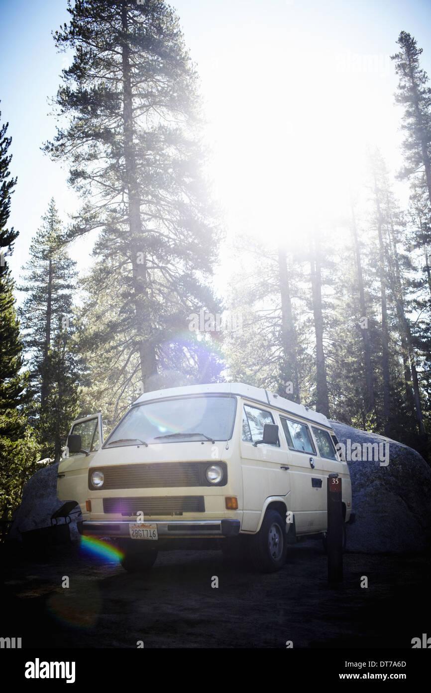 Eine Camper van, ein klassisches Design und ein iconic fahrenden Fahrzeug im Yosemite-Nationalpark Yosemite Nationalpark, Stockbild