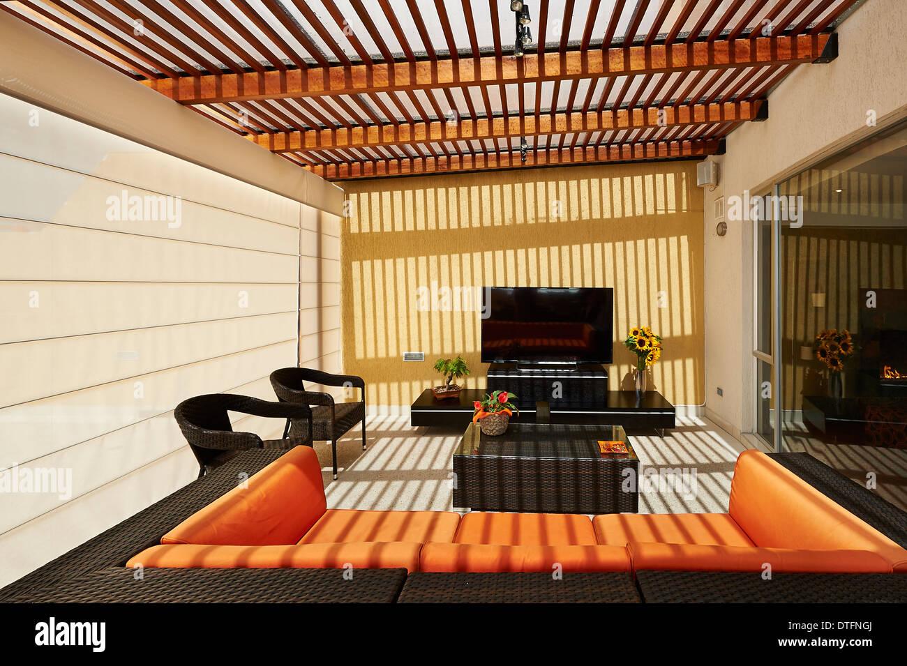 Innenarchitektur: schöne moderne Terrassen-Lounge mit Pergola ...