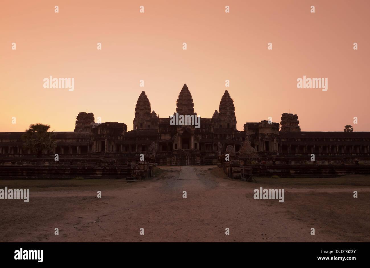 Ost-Ansicht von Angkor Wat in der Abenddämmerung, Kambodscha Stockbild