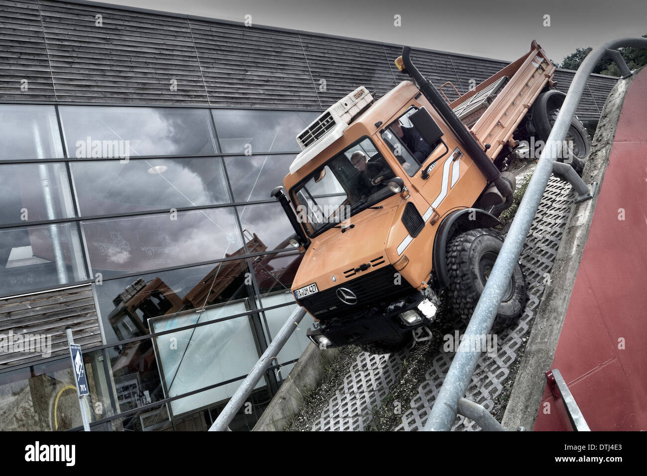 unimog museum stockfotos unimog museum bilder alamy. Black Bedroom Furniture Sets. Home Design Ideas