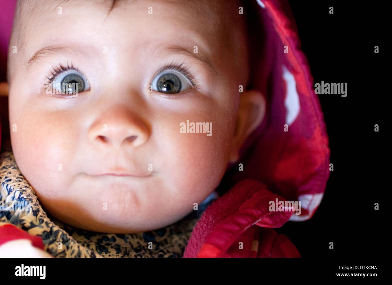 Babymädchen überrascht Gesicht Nahaufnahme Stockbild
