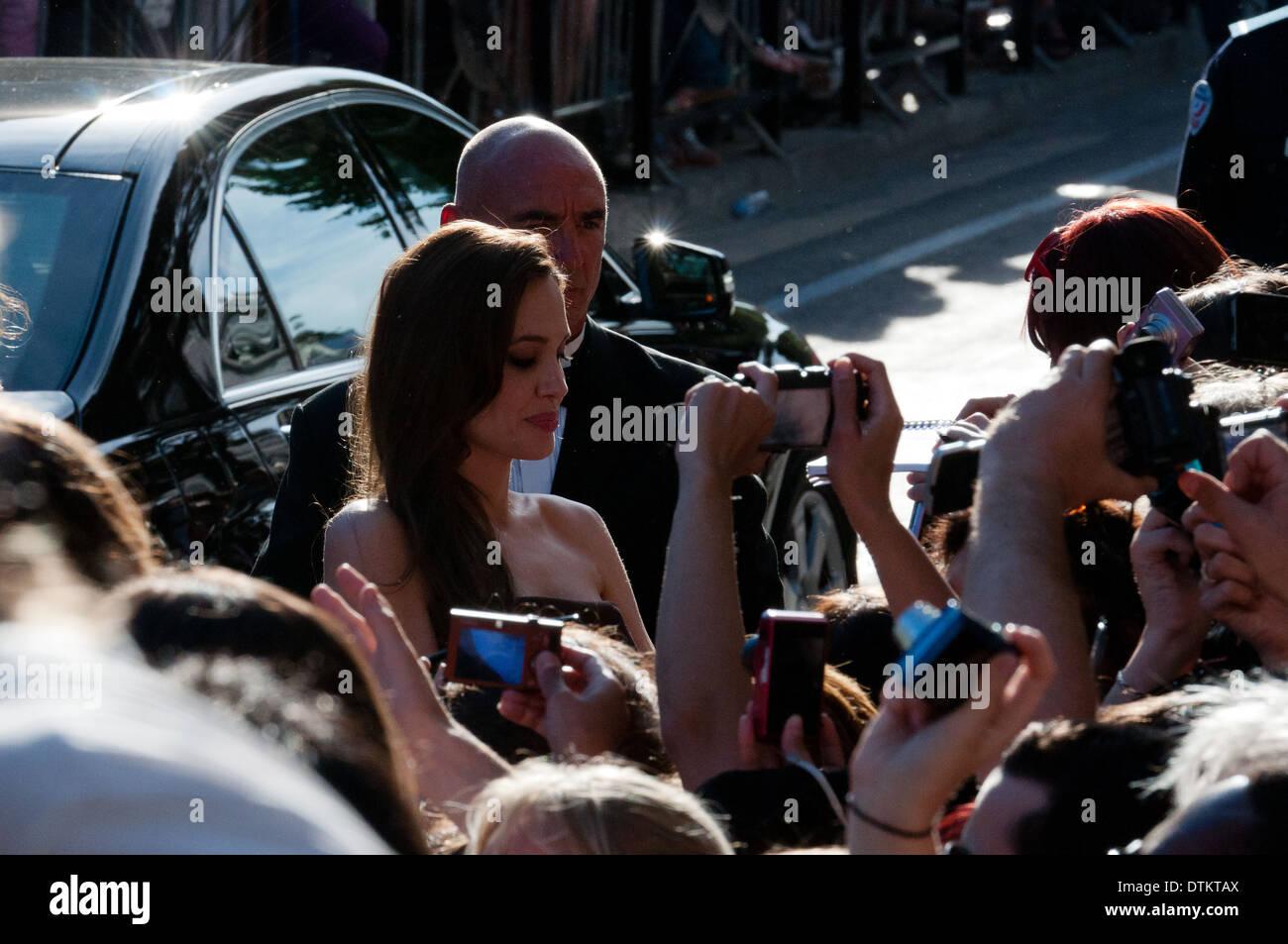 Europa, Frankreich, Alpes-Maritimes, Filmfestspiele von Cannes. Die Schauspielerin Angelina Jolie Unterzeichnung Stockbild