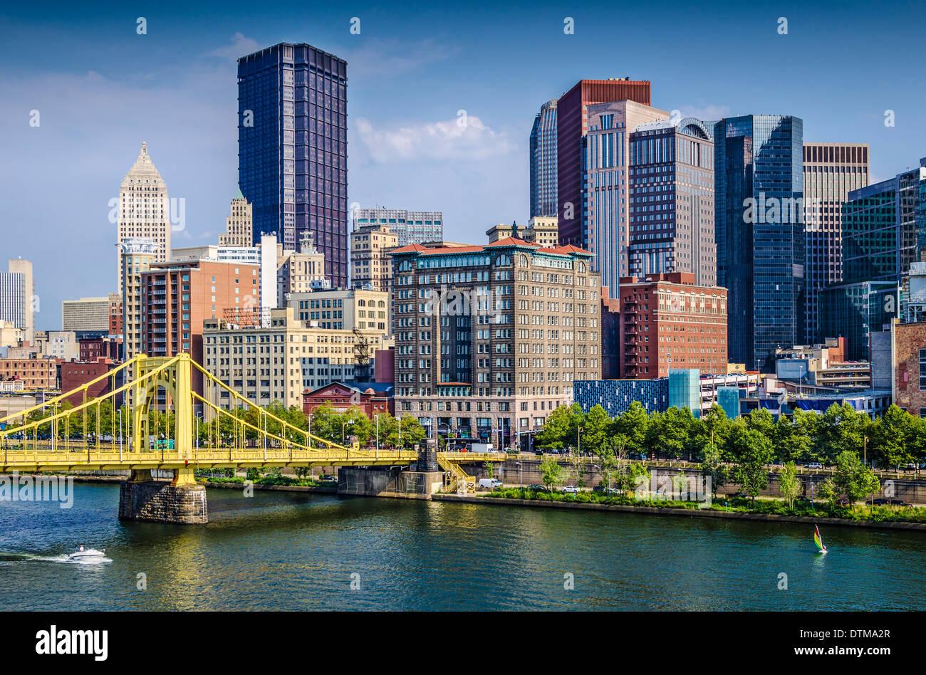Pittsburgh, Pennsylvania, USA tagsüber downtown-Szene über den Allegheny River. Stockbild