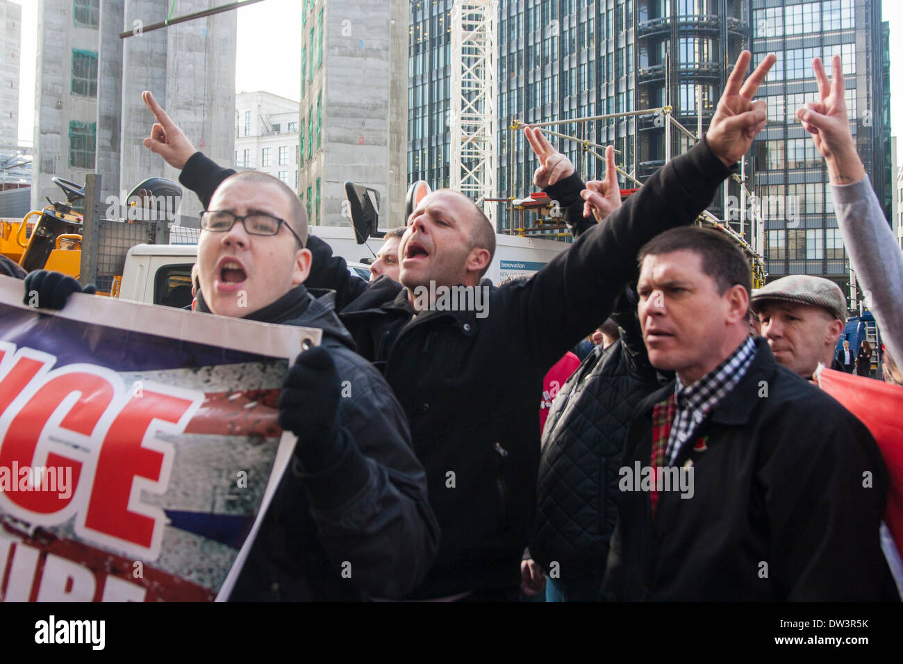 Old Bailey, London 26. Februar 2014. Mitglieder der Allianz South East skandieren Parolen als Mitglieder von mehreren Stockbild