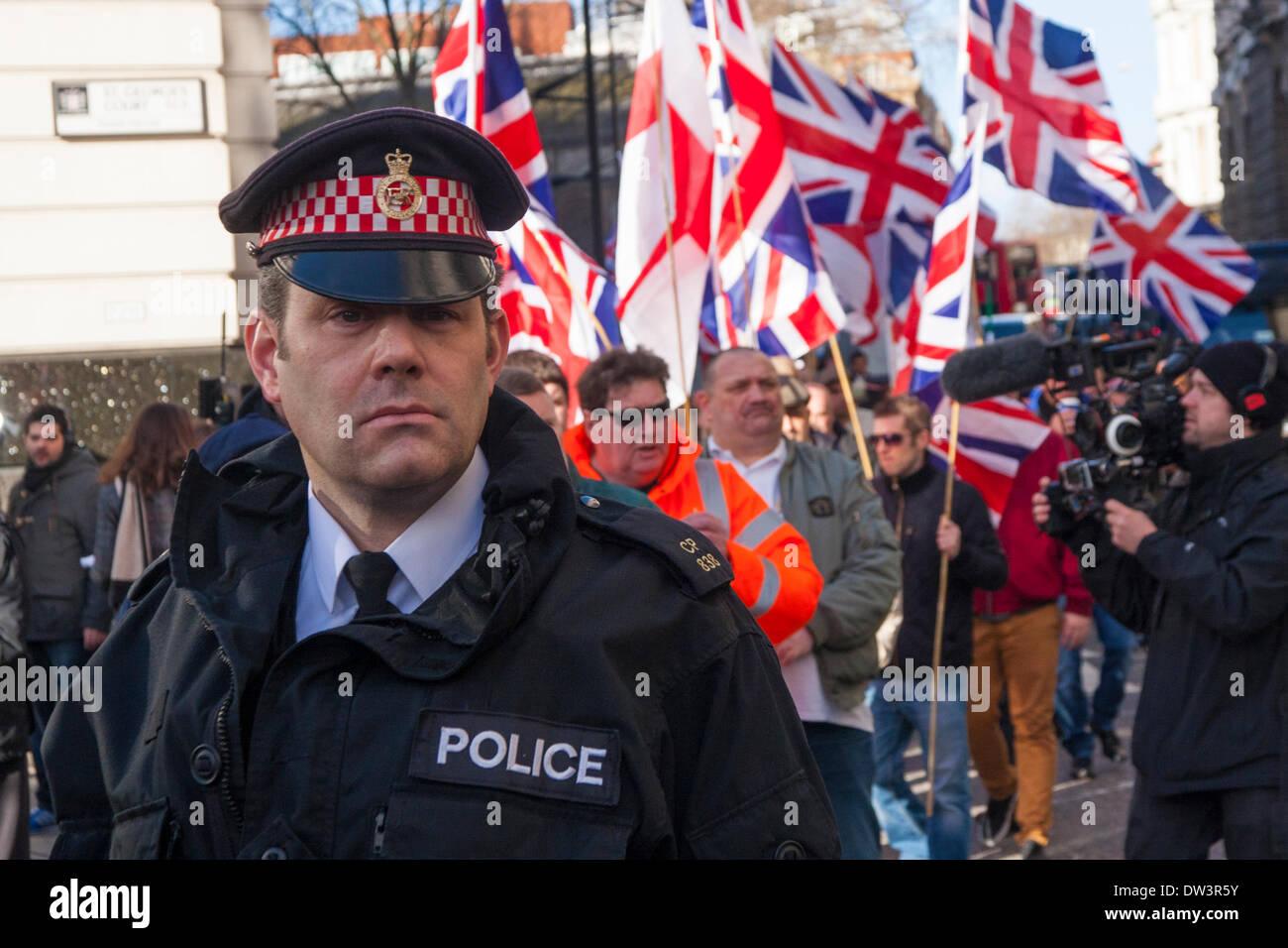Old Bailey, London 26. Februar 2014. Der Londoner Polizei waren beschäftigt, als Mitglieder von mehreren rechten Stockbild