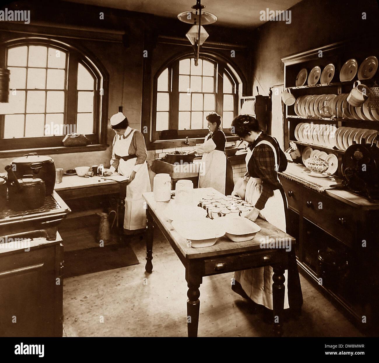 1920/30er Jahre Schulküche Stockbild