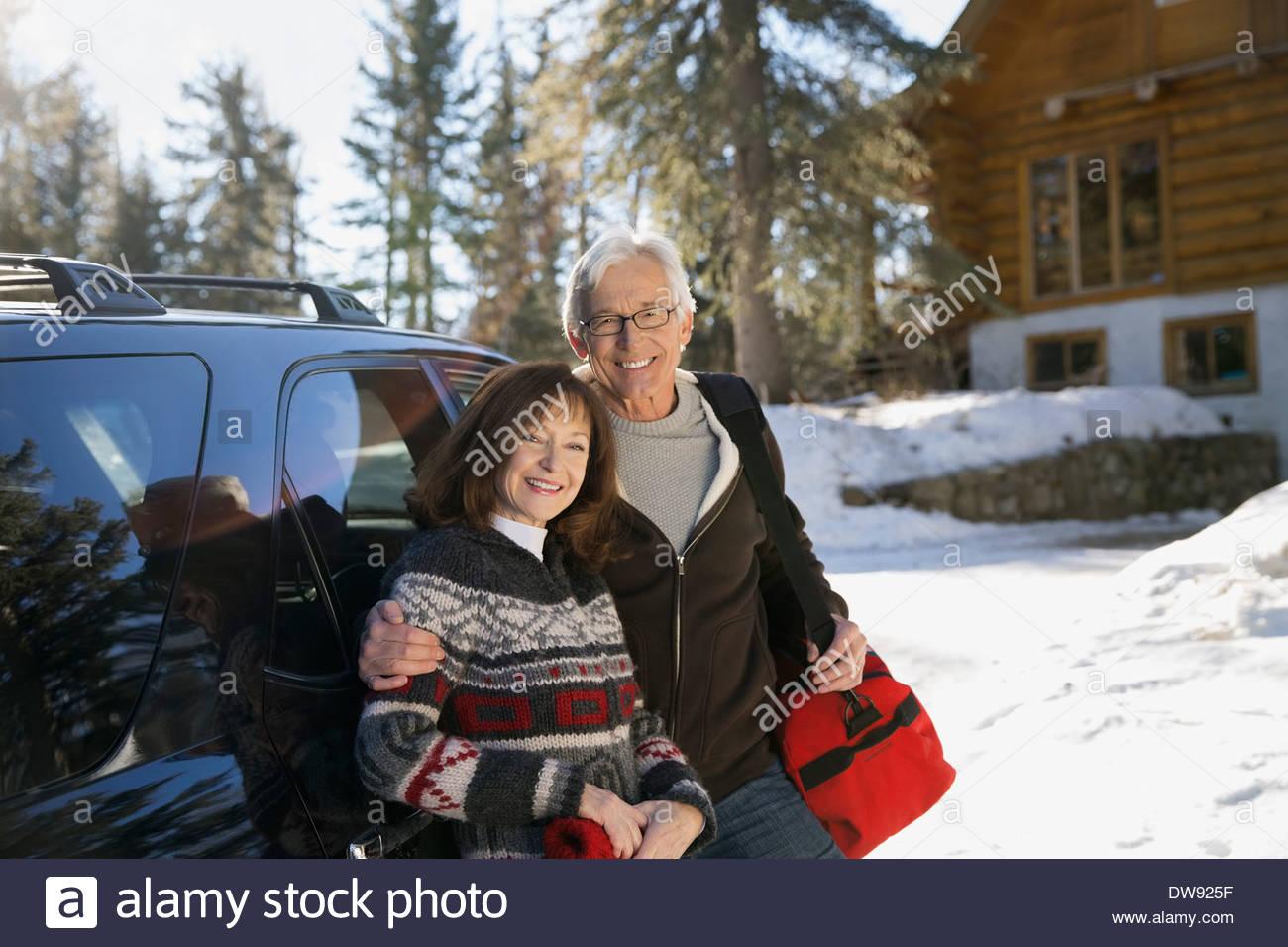 Porträt von älteres paar tatenlos Fahrzeug Stockbild