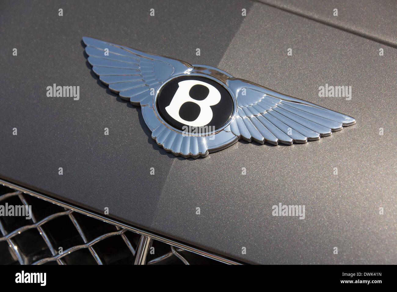 Abzeichen Sie auf einen Bentley Continental executive Auto Stockbild