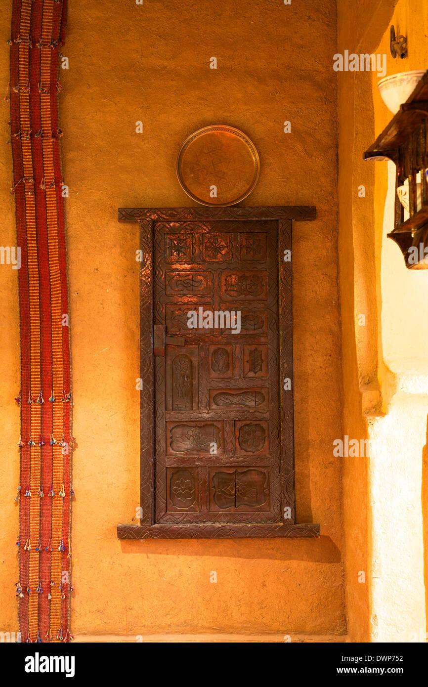 house wood carving stockfotos house wood carving bilder alamy. Black Bedroom Furniture Sets. Home Design Ideas