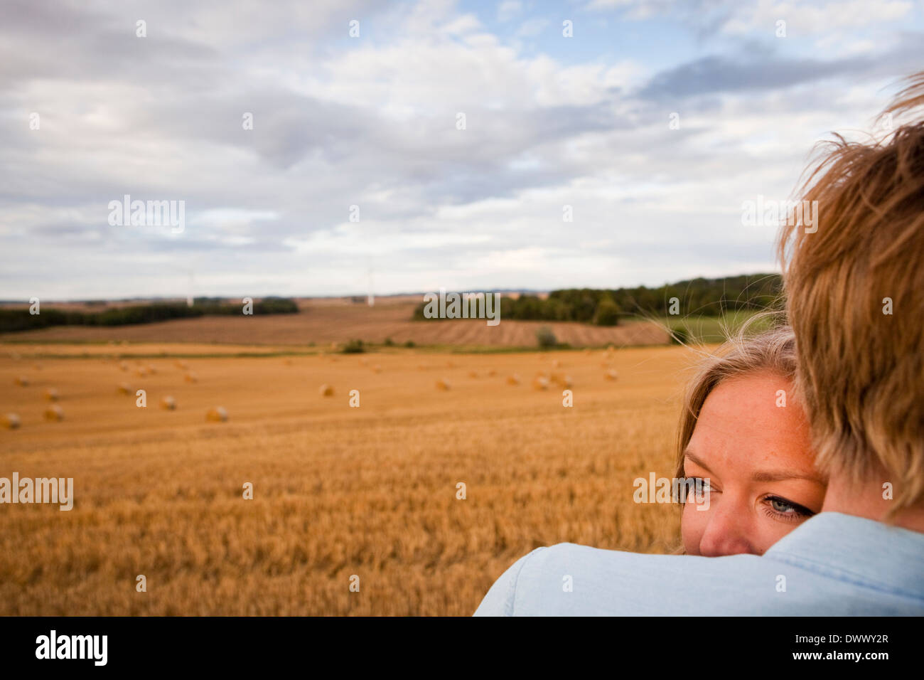 Bild von zärtlich junges Paar im Bereich beschnitten Stockbild