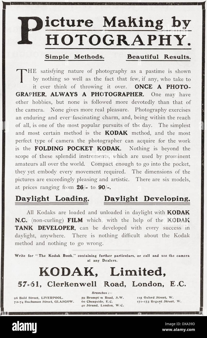 Anfang des 20. Jahrhunderts Werbung für Fotografie mit Kodak-Kamera und Film. Stockbild