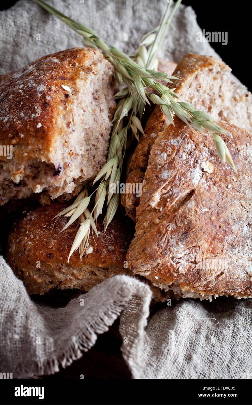 Selbstgebackenes Brot mit Hafer Stockbild