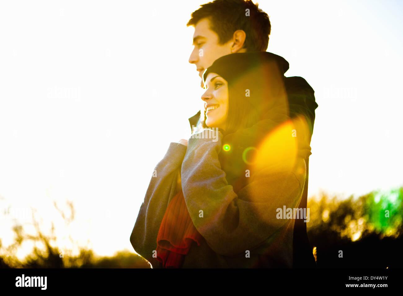 Romantisch zu zweit in der Sonne Stockbild