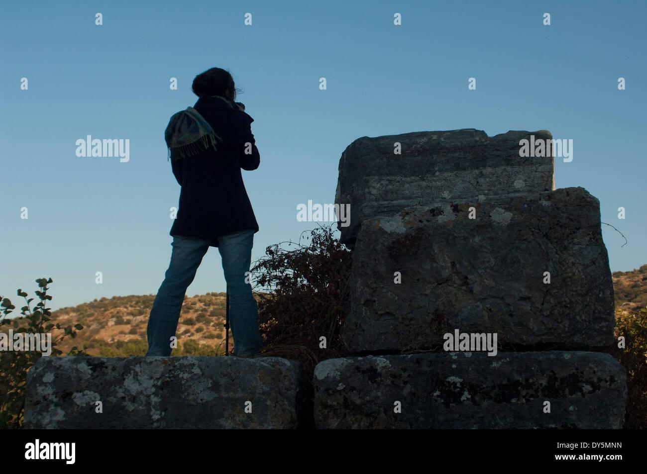 Fotograf bei der Arbeit auf den Ruinen von Ephesus, einer griechisch-römischen Stadt in der Türkei. Stockbild