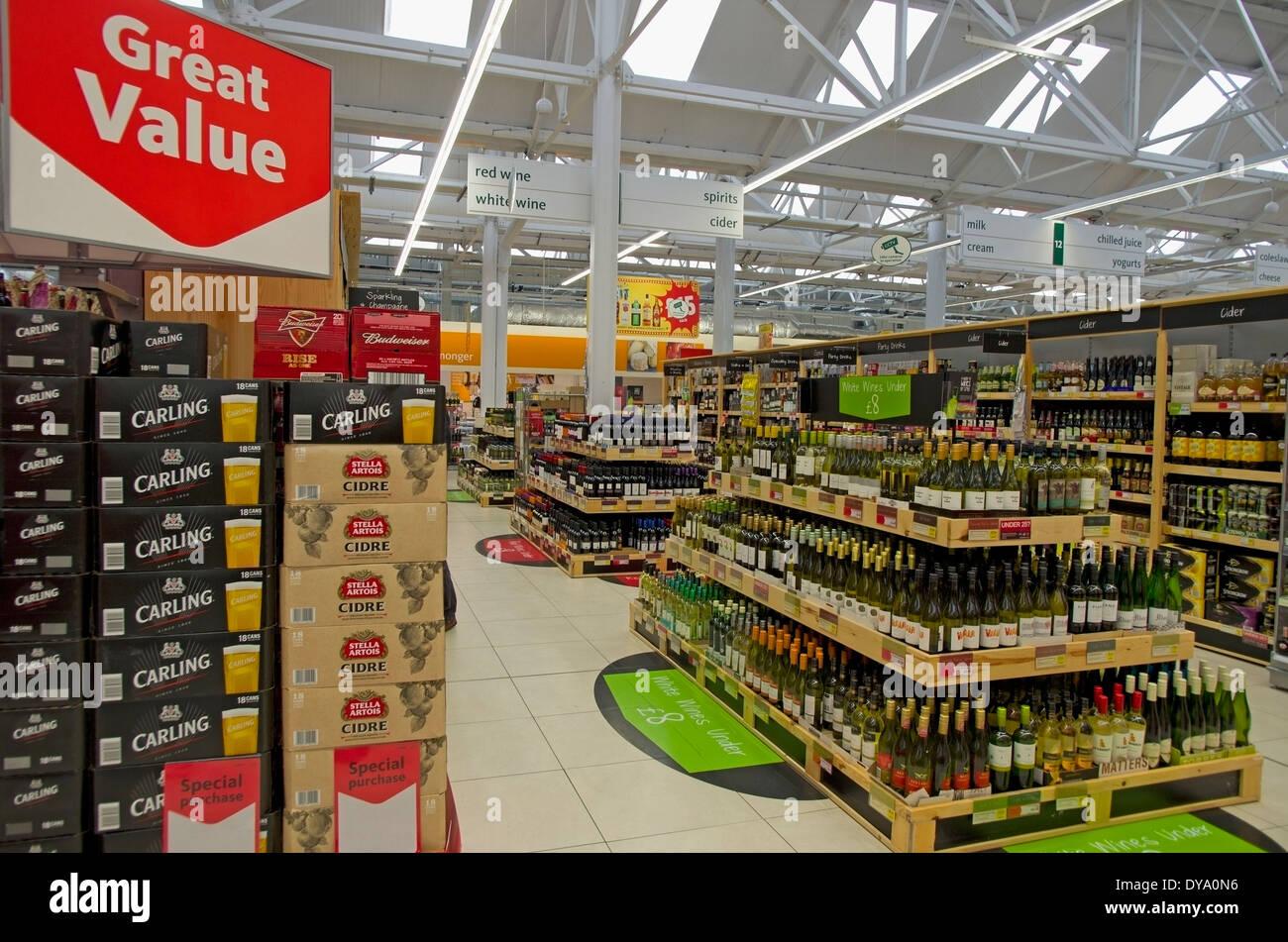 günstige Angebote von Bier, Wein und Spirituosen in Morrisons Supermarkt Hadleigh Suffolk Stockbild