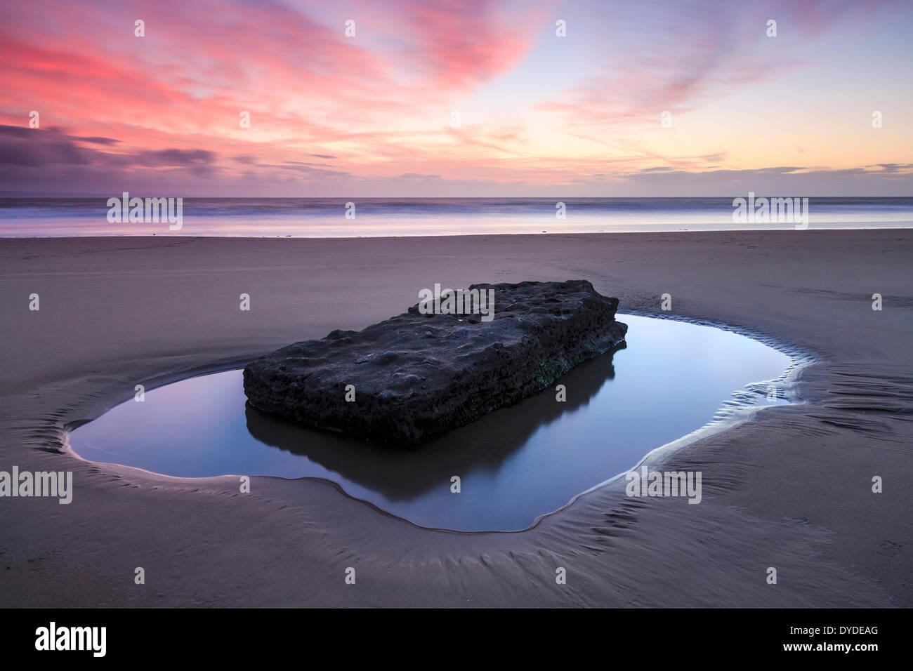 Sonnenuntergang am Southerndown Beach. Stockbild