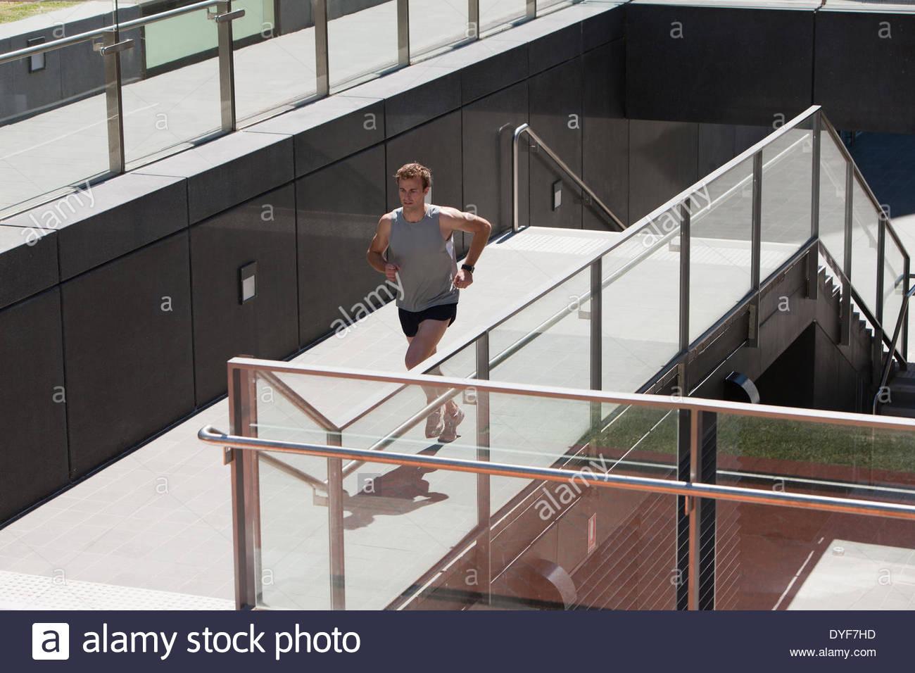 Mann läuft Stockbild