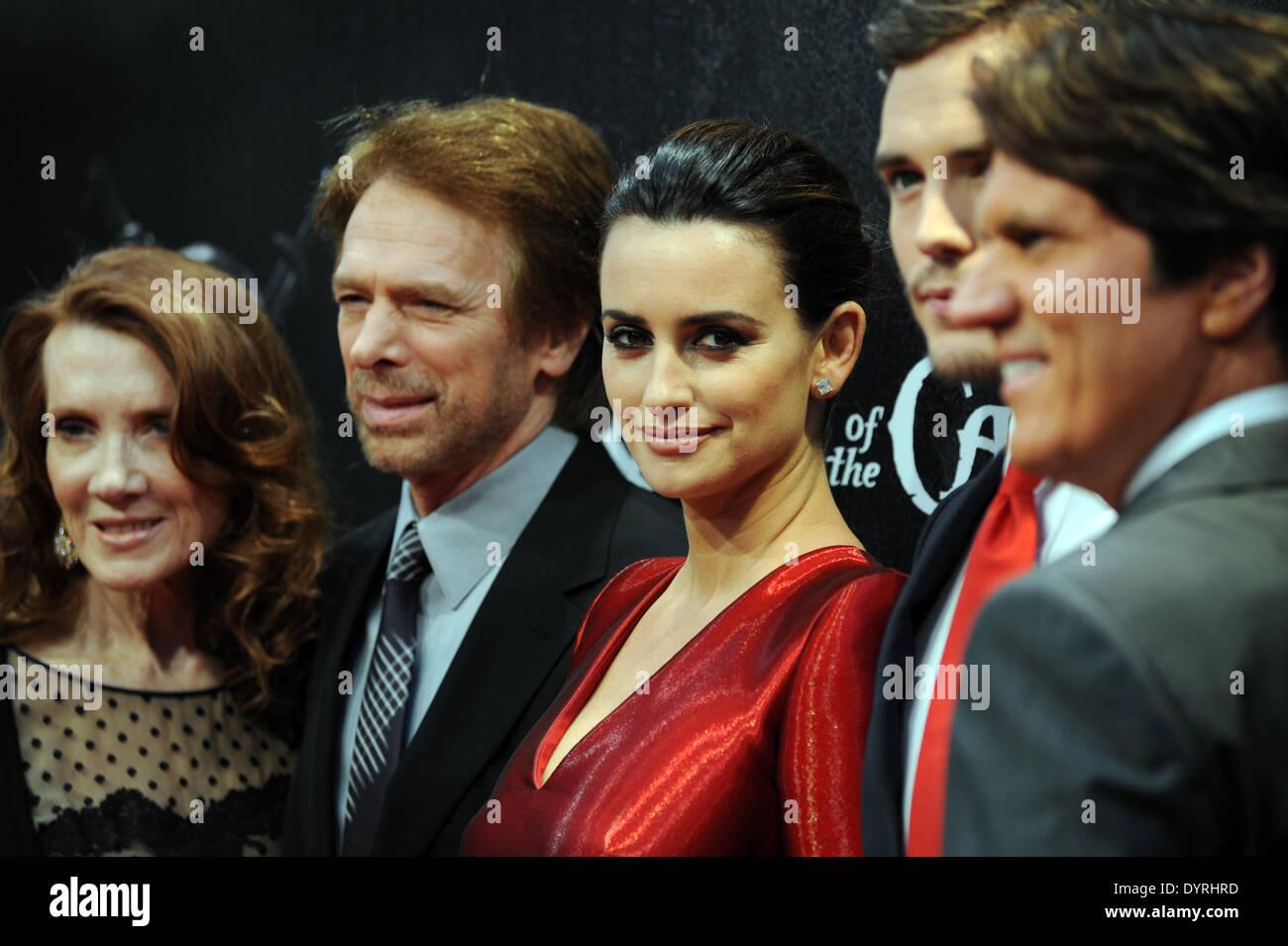 """Penelope Cruz und Jerry Bruckheimer bei der Film-premiere von """"Fluch der Karibik 4' in München, 2011 Stockbild"""