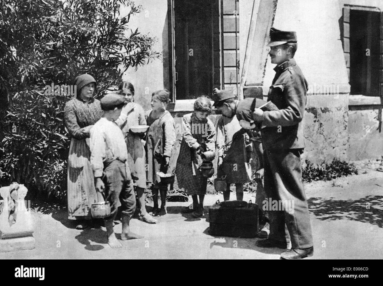 Verteilung von Nahrungsmitteln für venezianische Kinder, 1918 Stockbild