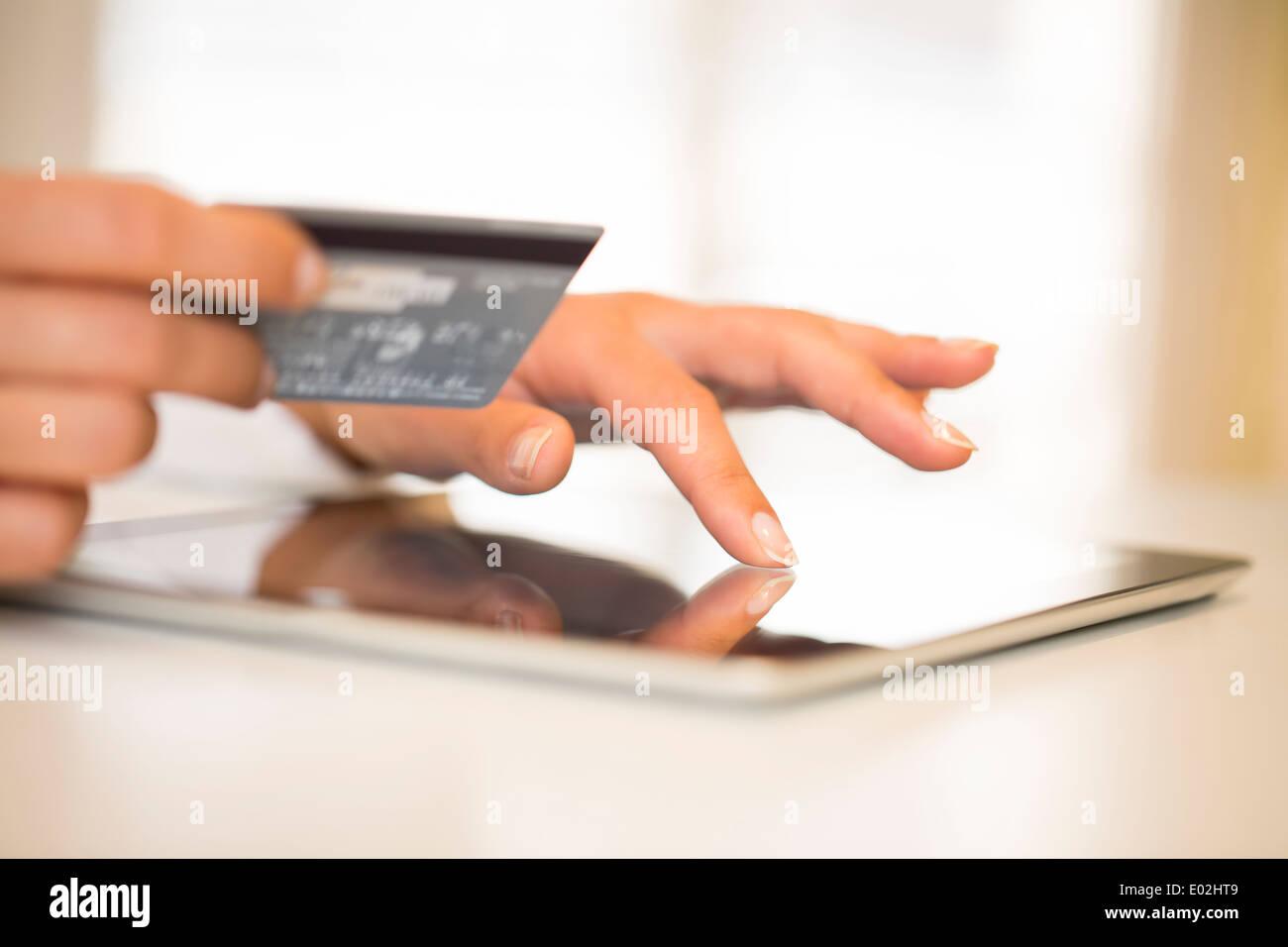 Weibliche Computer Finger indoor web Stockbild