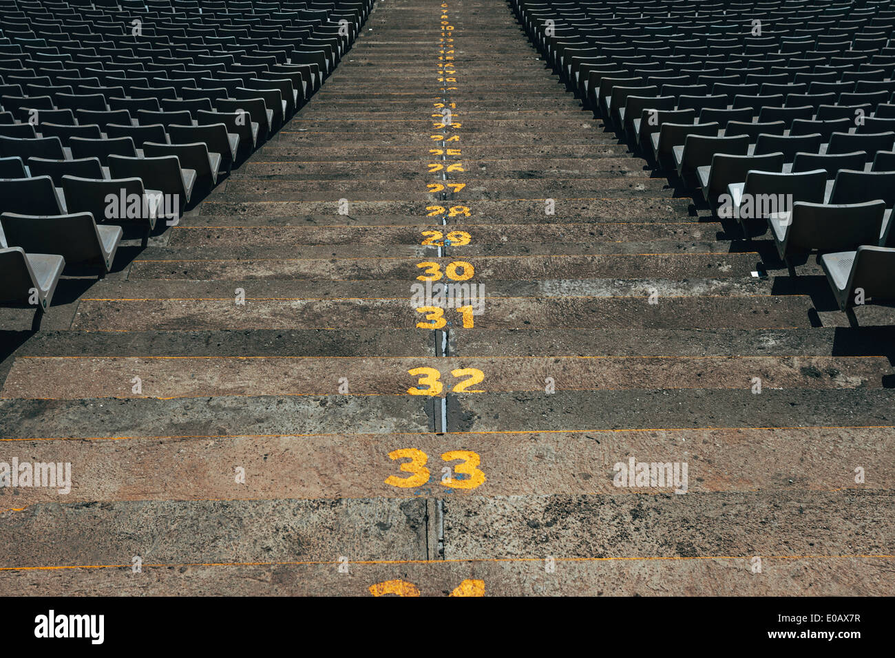 Spanien, Katalonien, Barcelona, alten Olympiastadion, Schritte mit Zahlen Stockbild