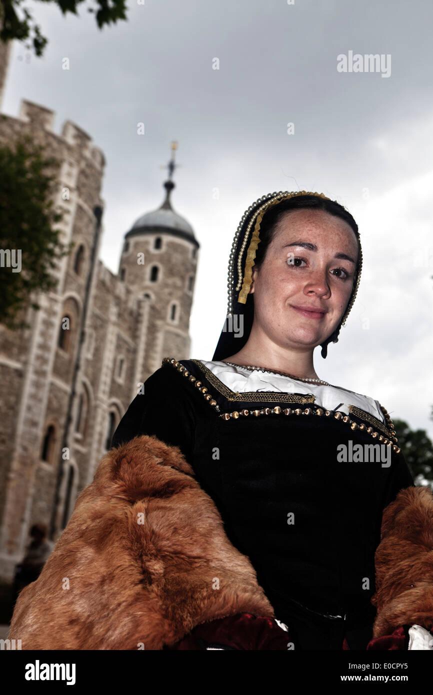 Schauspielerin, die Darstellung von Anne Boleyn, zweite Frau von Henry VIII, der Tower of London, London, England, Stockbild