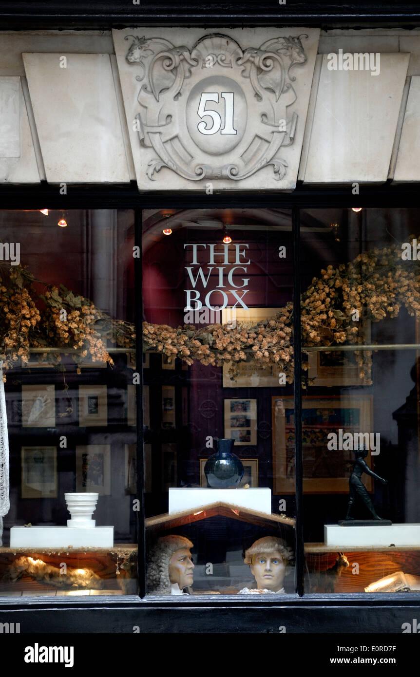 London, England, Vereinigtes Königreich. Die Perücke-Box bei 51-52 Carey Street. Antiquitätenhändler Stockbild
