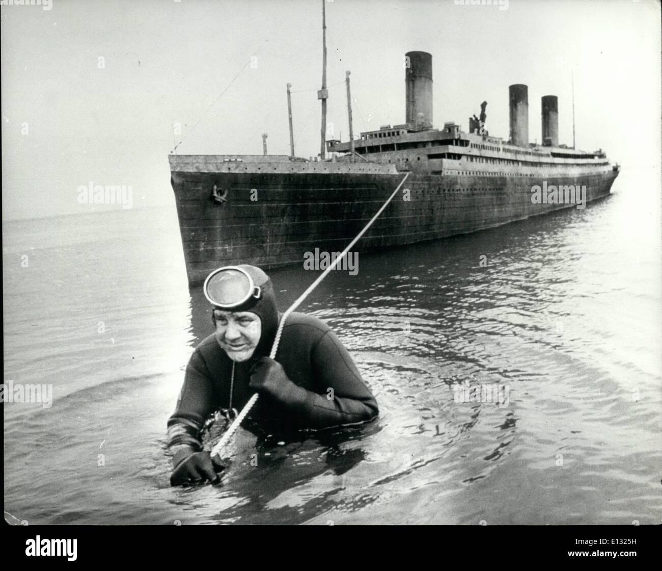 26. Februar 2012 - '' Abschleppen der titanic'' Froschmann Courtney Brown, hat eine Immense Arbeit Stockbild