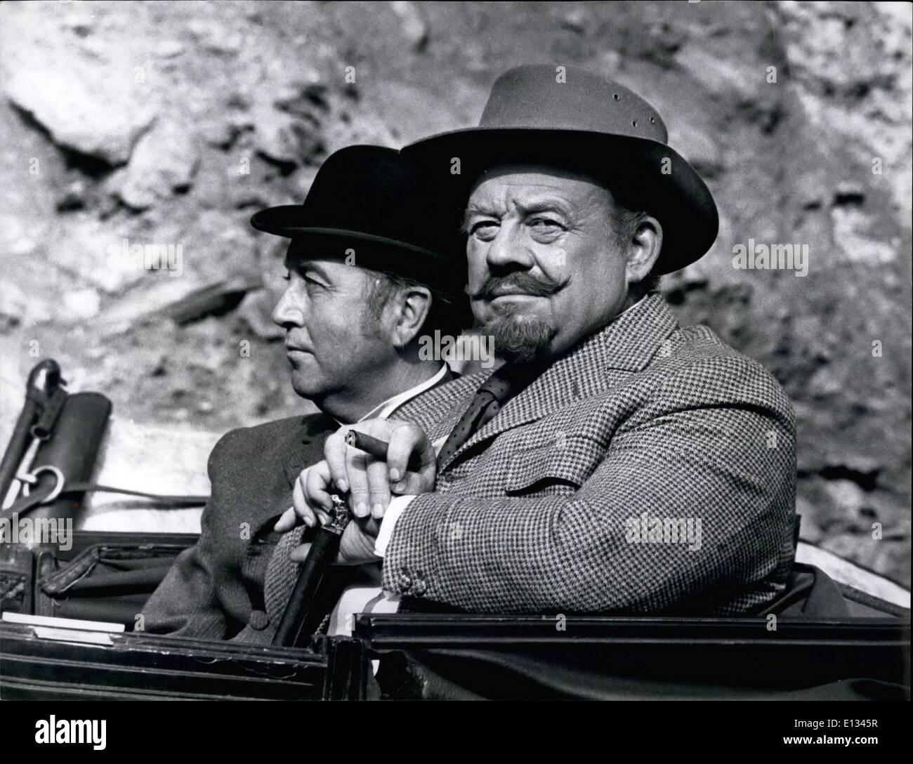 26. Februar 2012 - Wurzelholz Ives und Dennis Price wie der legendäre Showman Barnums und Duke Barset bzw.. Stockbild