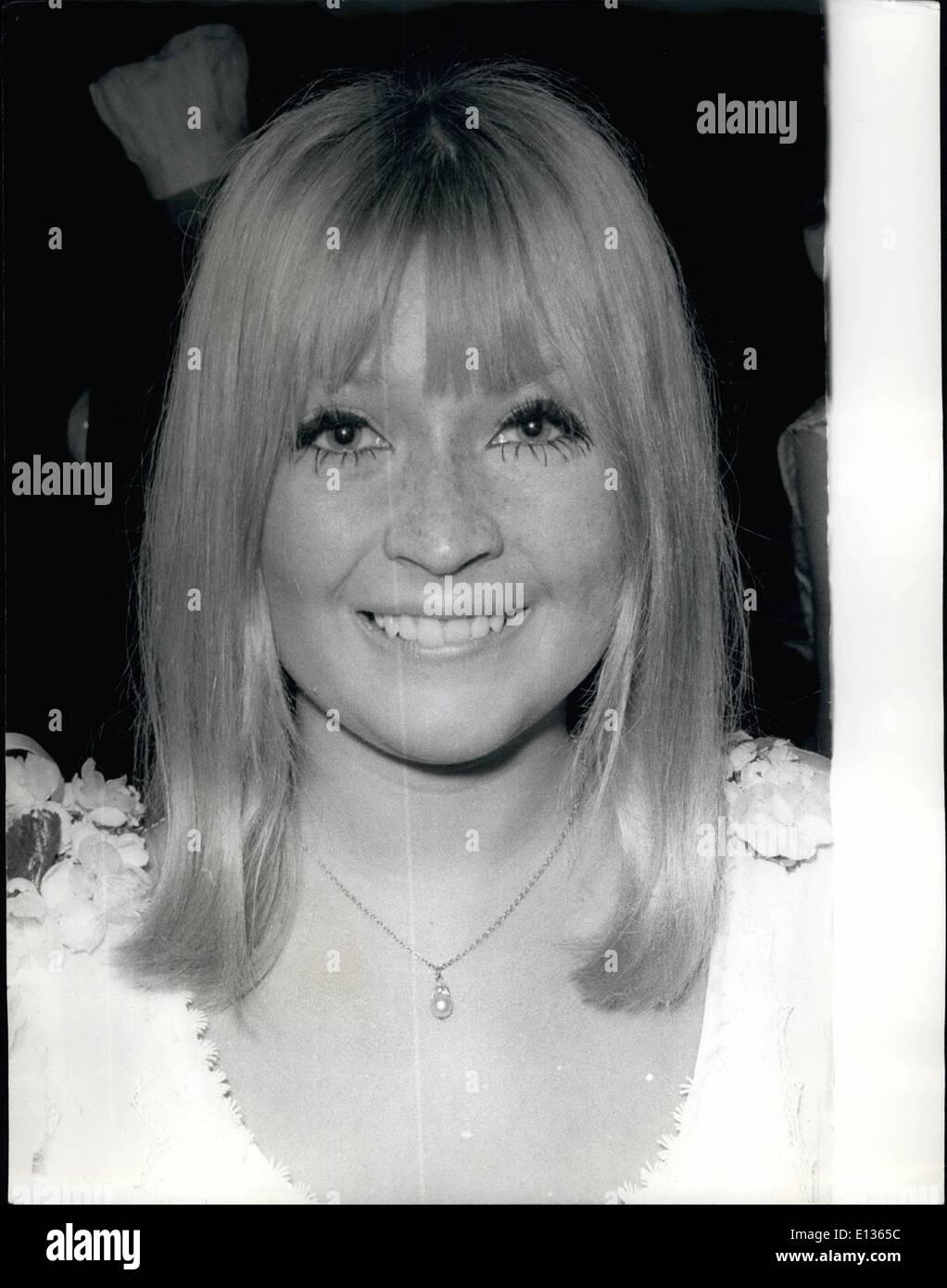 """28. Februar 2012 - Cliff Richard-Film; Bei der Premiere von """"zwei ein Penny'' - Anne Holloway, die Stockbild"""