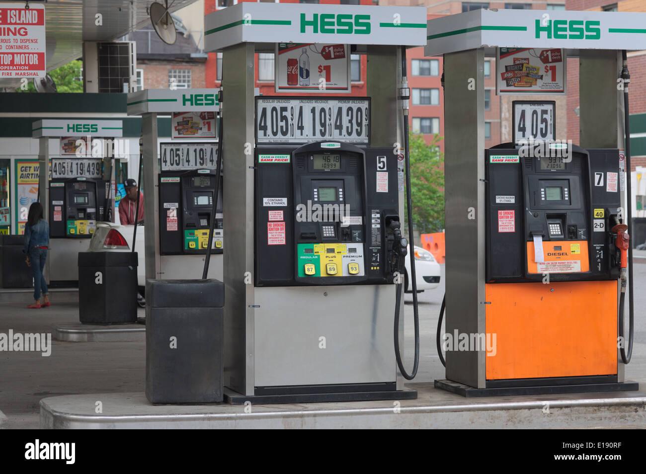 Eine Tankstelle Hess in der Hölle Küche Nachbarschaft von New York ...