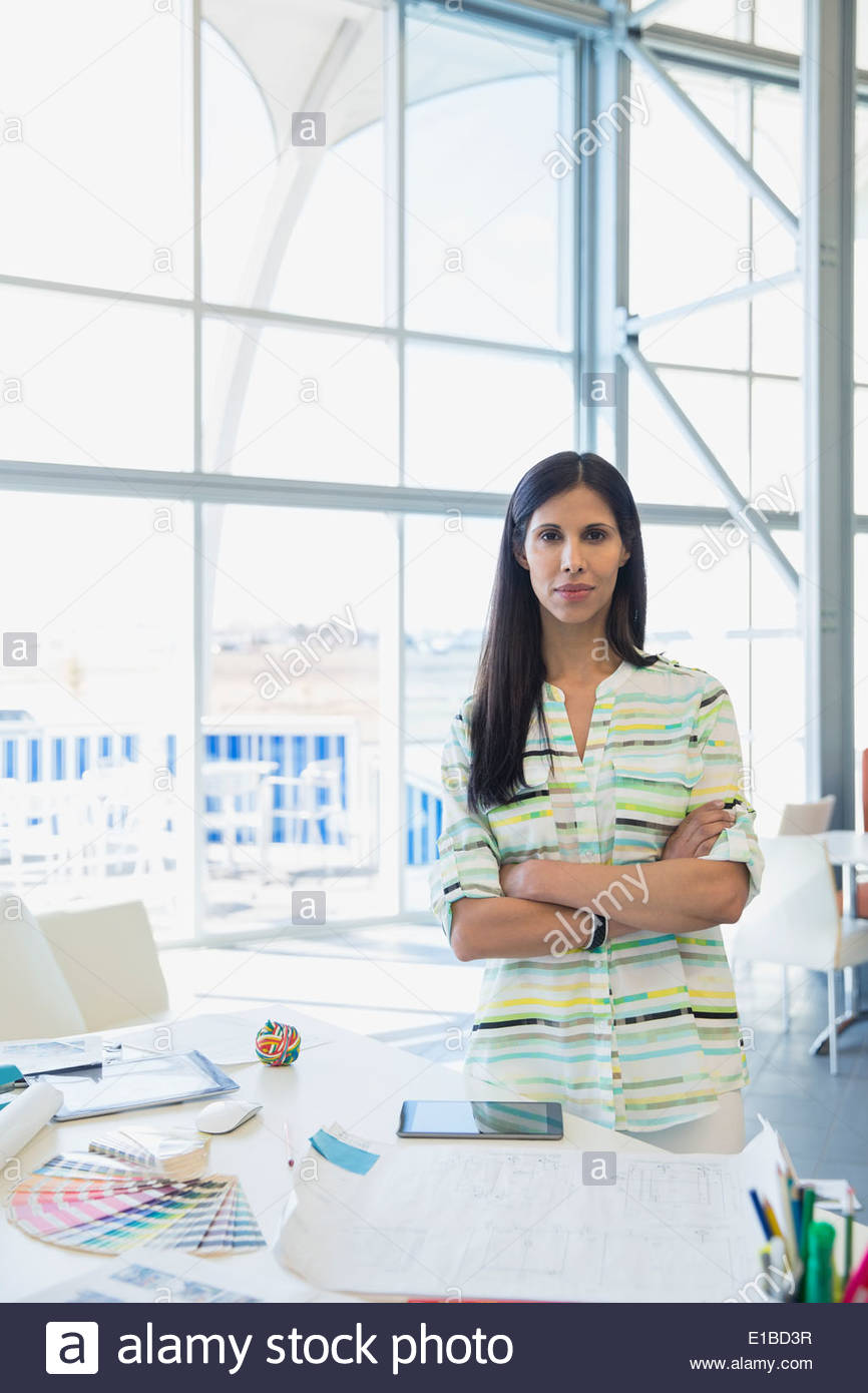 Porträt von kreativen Geschäftsfrau im Büro Stockbild