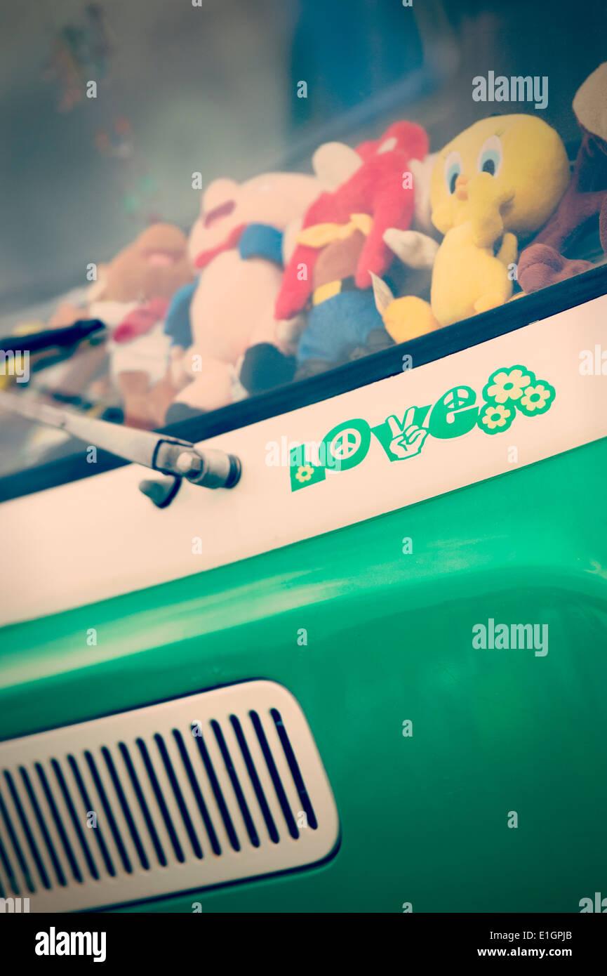 Liebe-Aufkleber auf der Vorderseite des VW Wohnmobil mit nostalgischen Filter hinzugefügt Stockbild