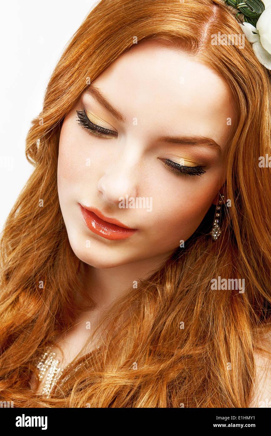 Wellness. Gesicht des heiteren goldenes Haar Mädchen mit glatte saubere, gesunde Haut. Natürliches Make Stockbild