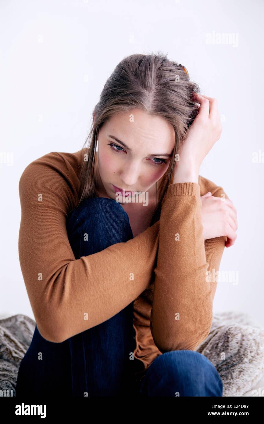 Frau im Haus Stockbild