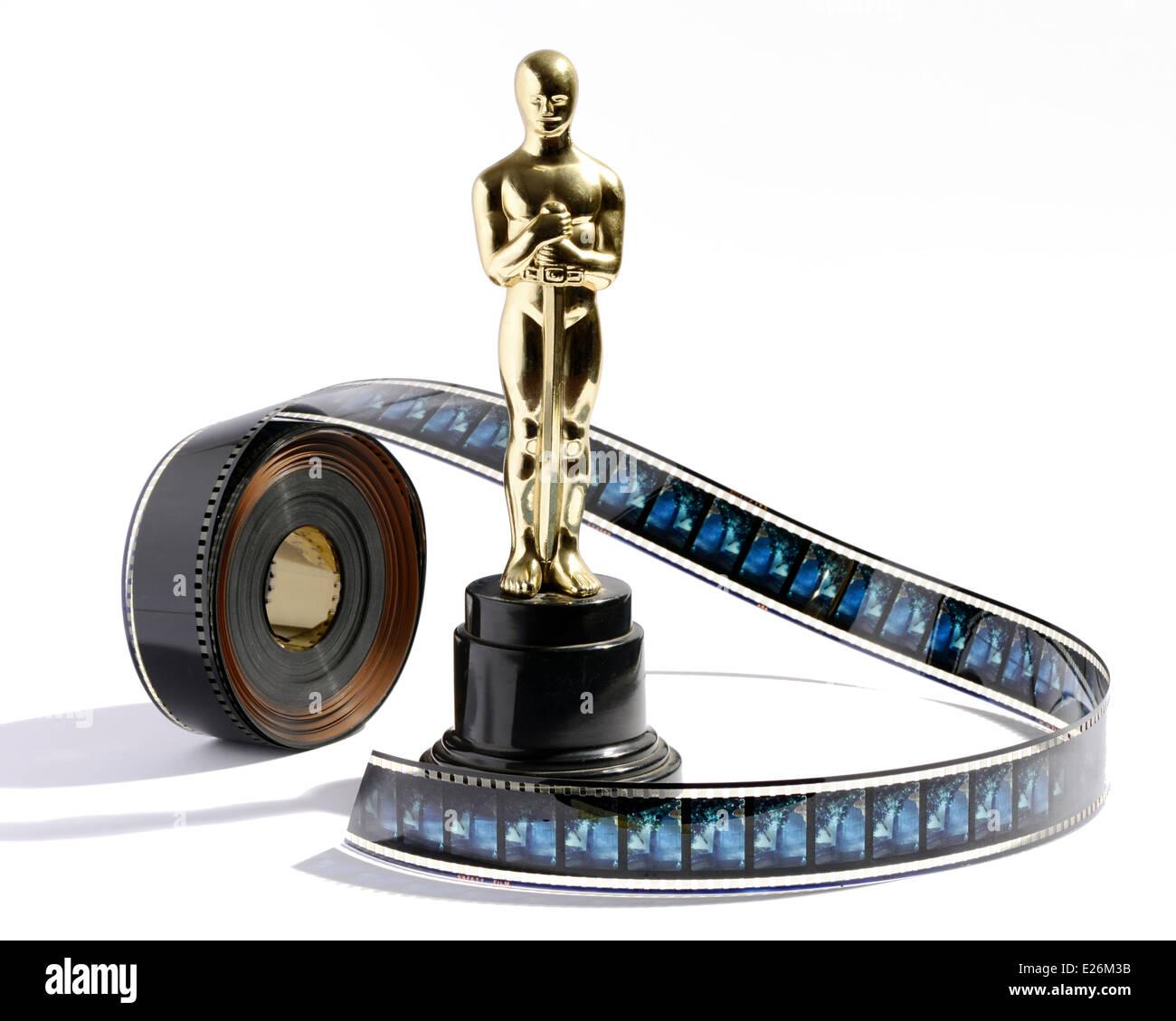 Replik-Oscar-Statue mit einem Film film Stockbild