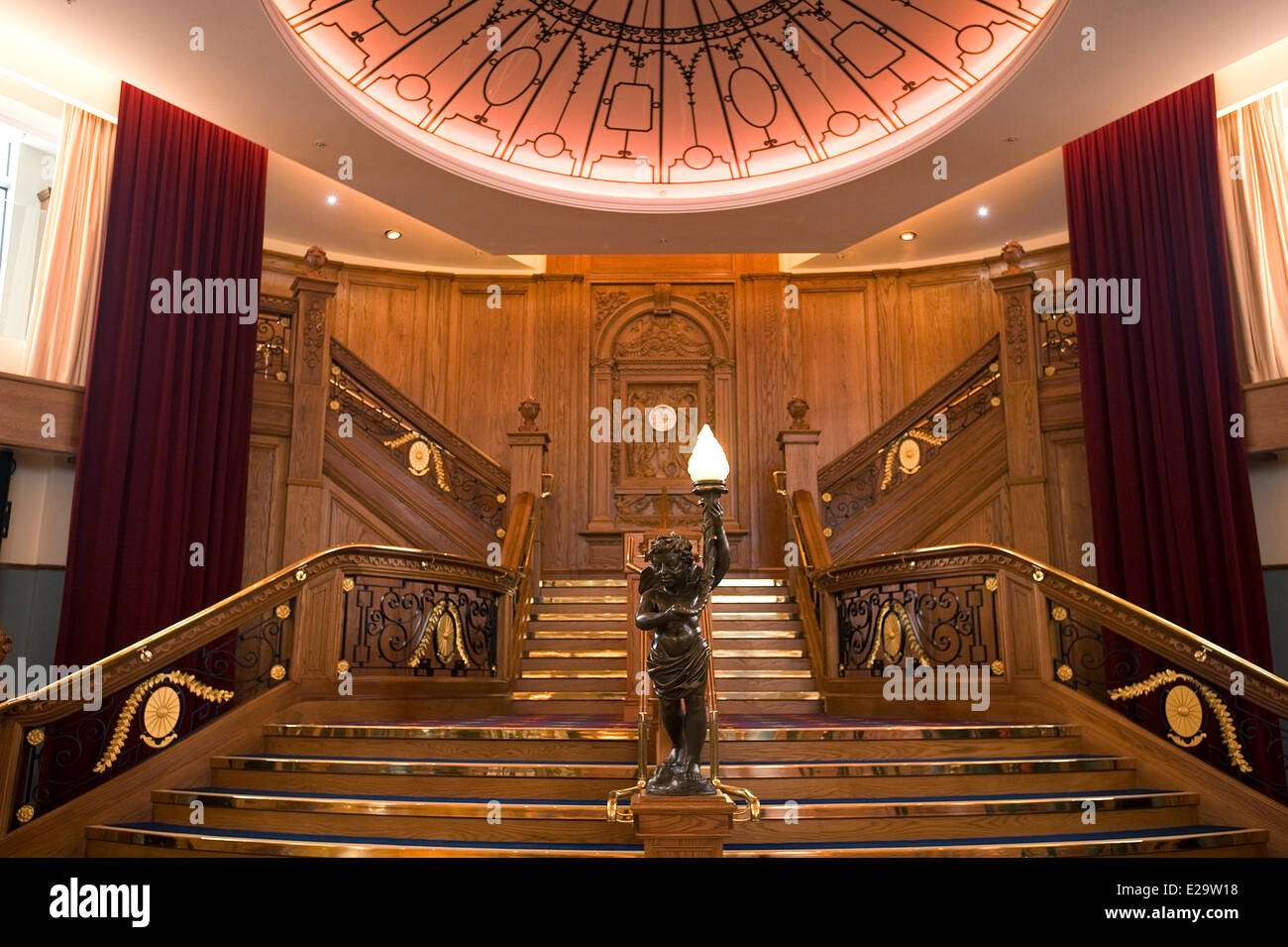 Großbritannien, Nordirland, Belfast, Belfast Titanic-Museum, die berühmte Treppe Stockbild